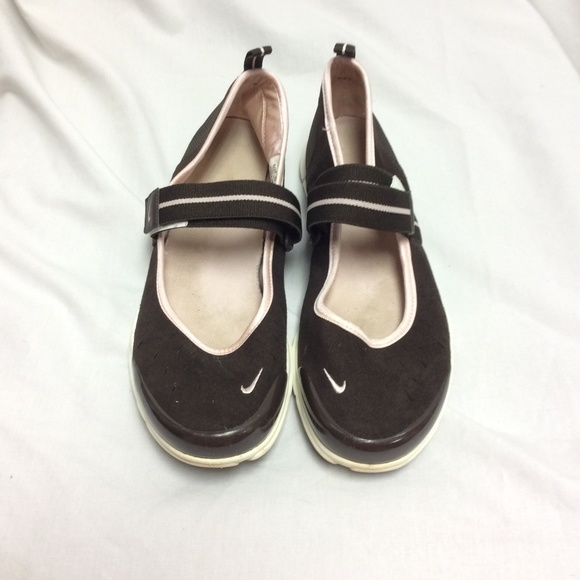 Vintage Nike Mary Jane Flats Size 8.5. M 5a99e1e28df470aa73be5372